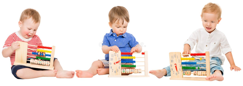 婴孩教育,演奏算盘的孩子,哄骗学会算术 库存照片