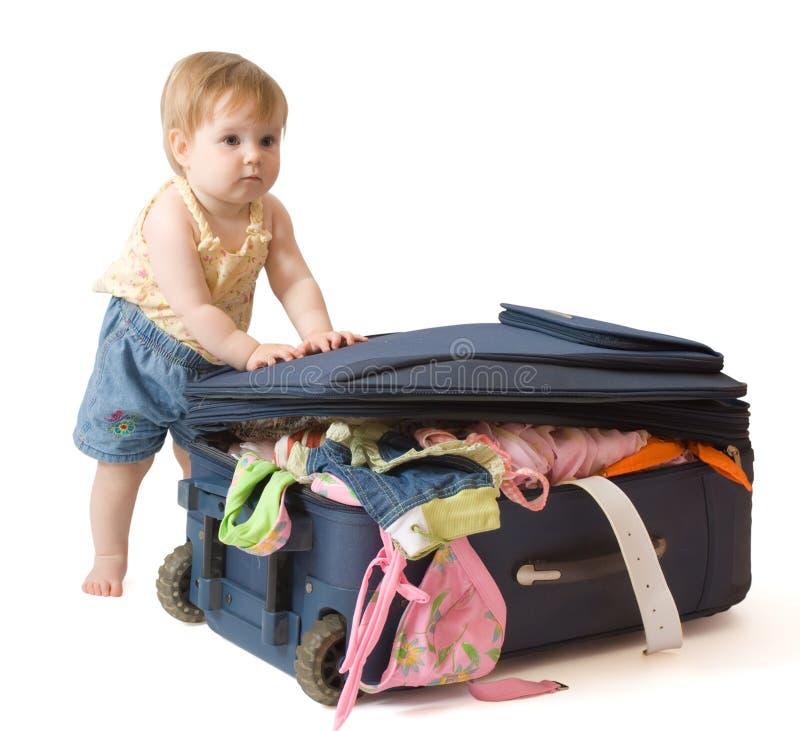 婴孩最近的常设手提箱 免版税库存照片