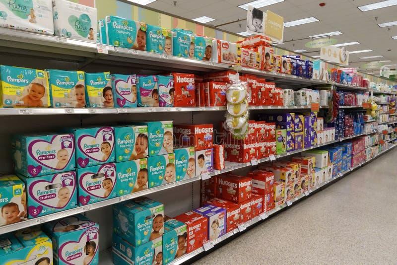 婴孩杂货店的产品走道 免版税库存图片