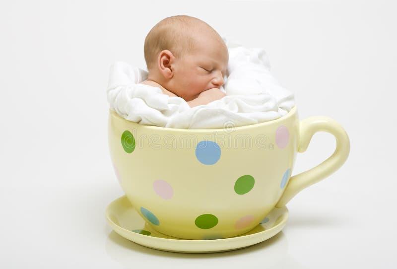 婴孩杯子被察觉的黄色 免版税图库摄影