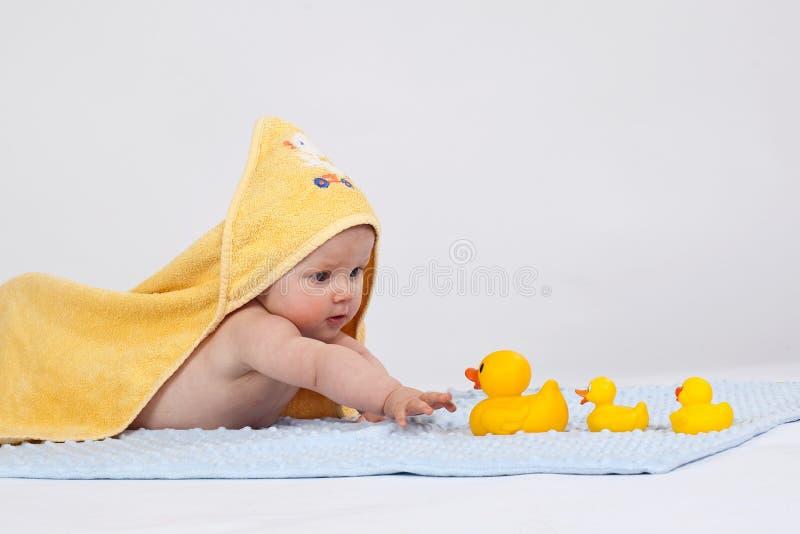 婴孩毛巾黄色 免版税库存照片