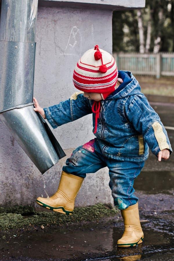 婴孩洗排水管的英尺。 免版税库存照片