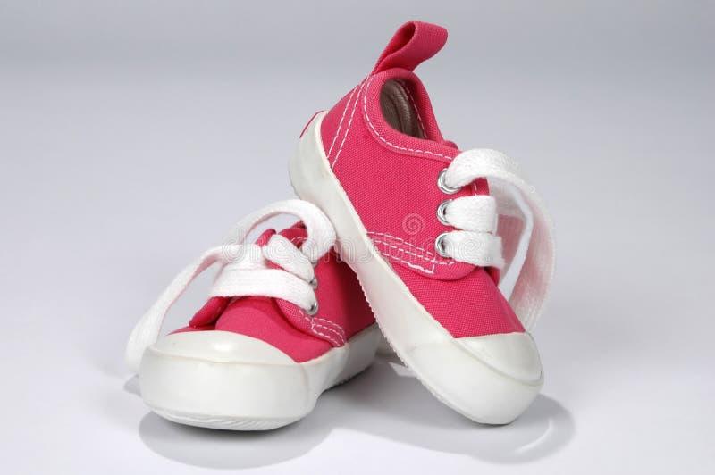 婴孩流行粉红鞋子 免版税库存照片