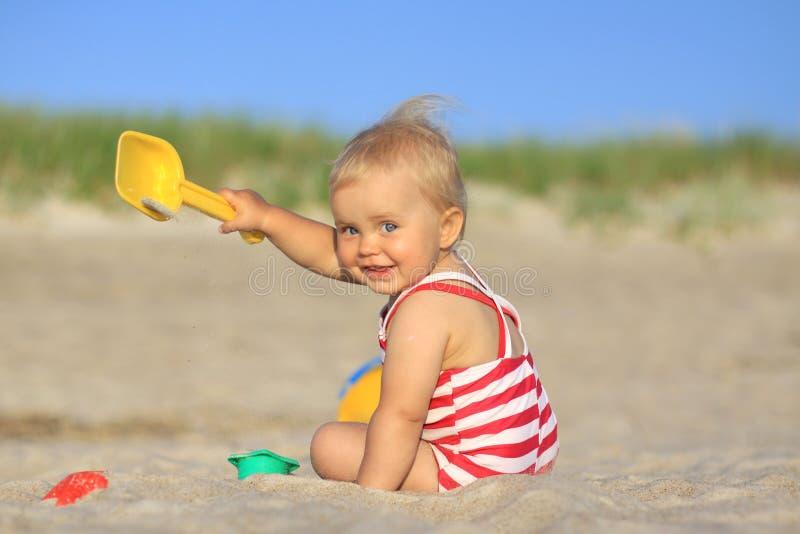 婴孩海滩女孩 免版税图库摄影