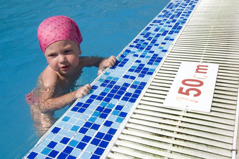 婴孩游泳 免版税库存图片