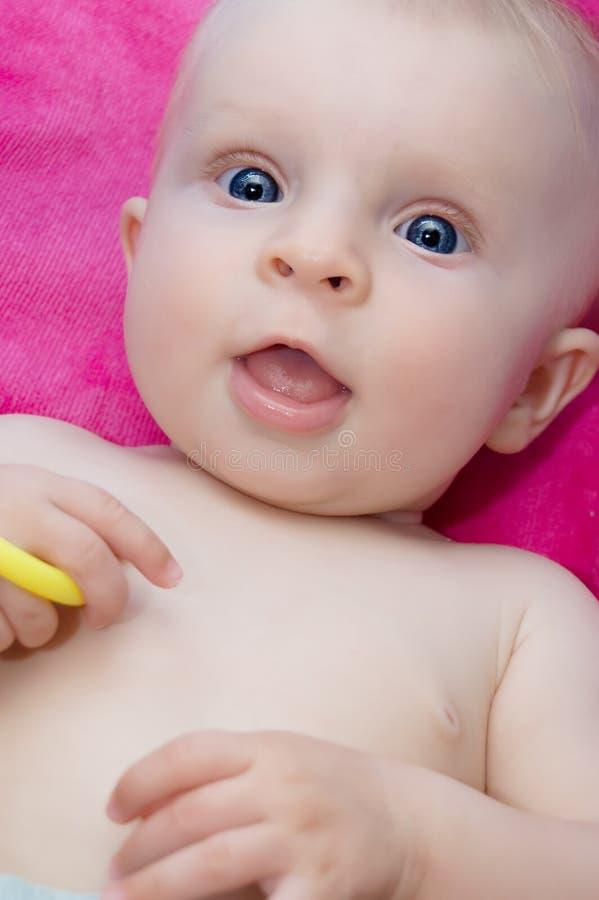 婴孩特写镜头女孩纵向suprprised 免版税库存照片