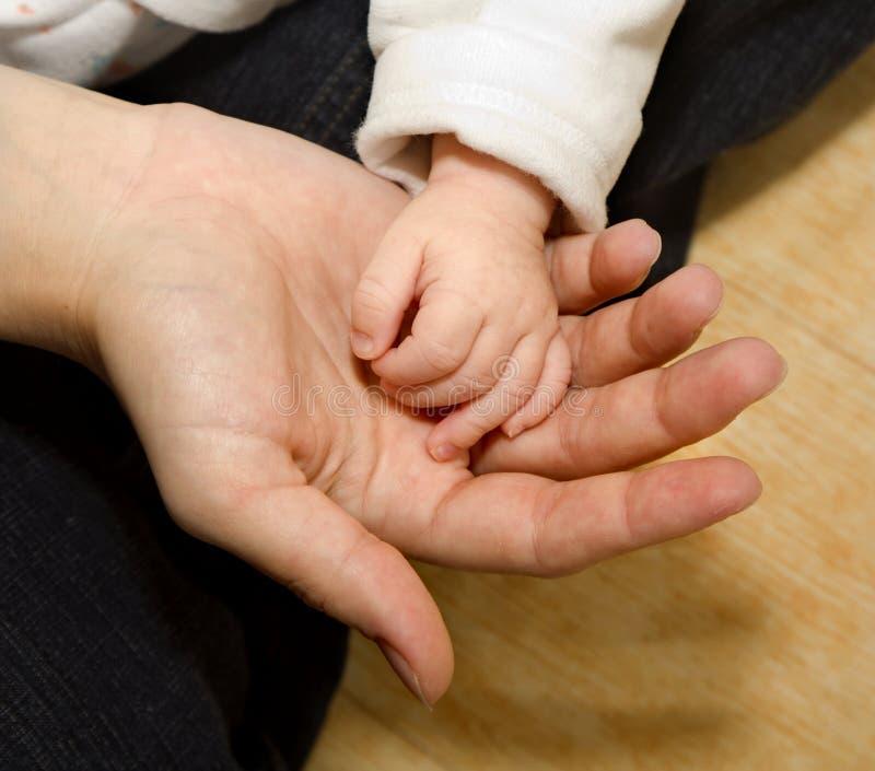 婴孩现有量母亲 免版税库存照片