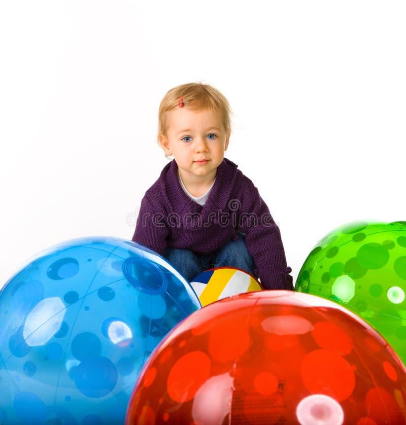 婴孩球逗人喜爱的女孩 免版税库存图片