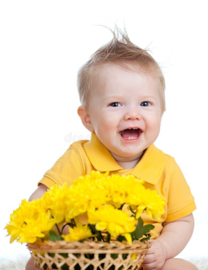 婴孩篮子男孩花笑 库存照片