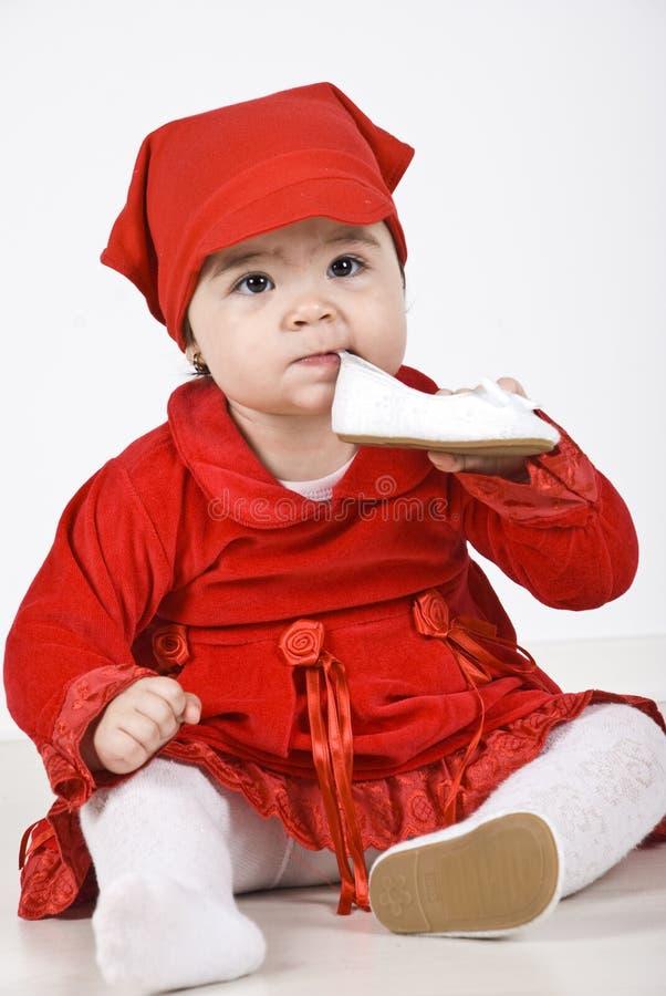 婴孩美丽的女孩藏品鞋子 免版税图库摄影