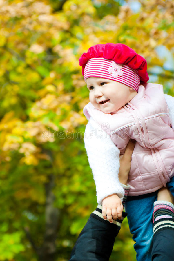 婴孩递母亲s 图库摄影
