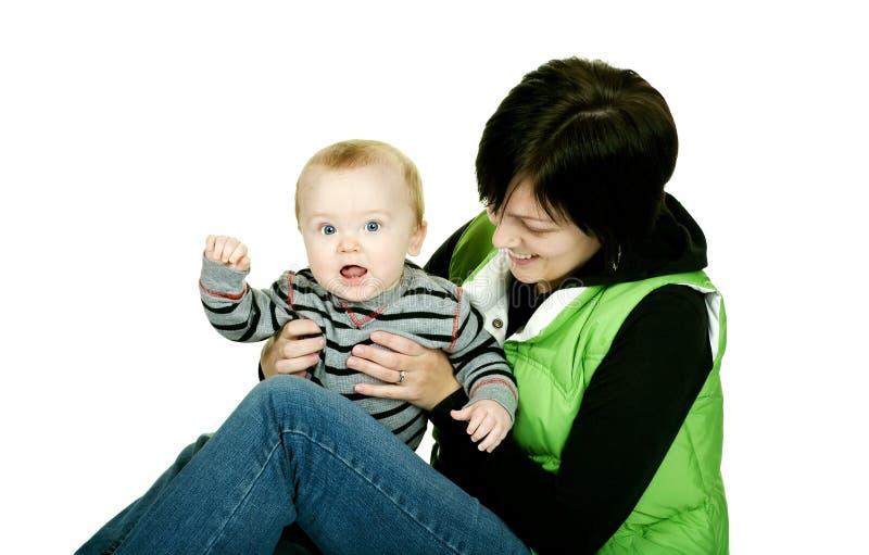 婴孩逗人喜爱的妈妈 免版税库存照片