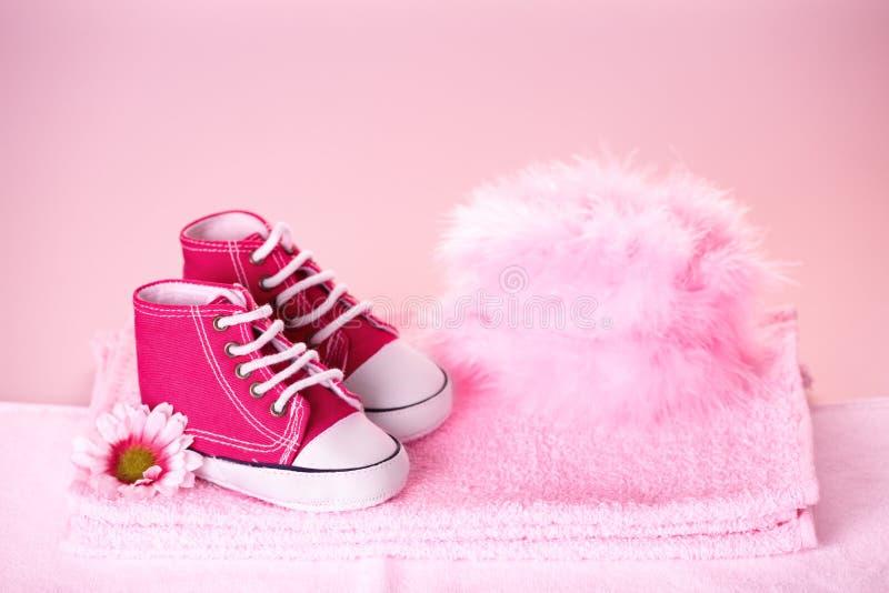 婴孩逗人喜爱的鞋子 免版税库存图片