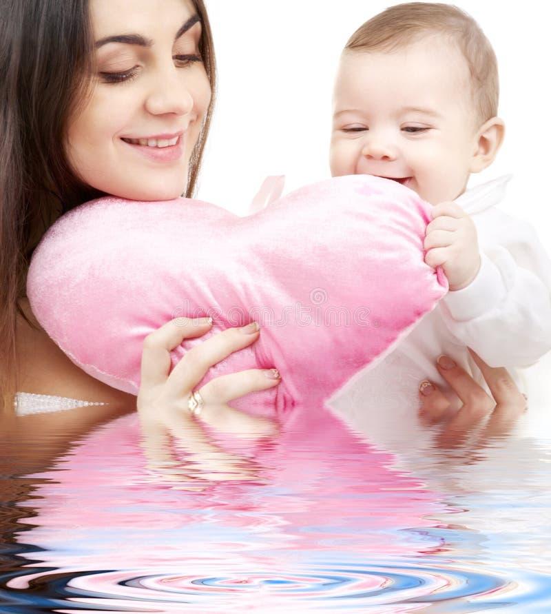 婴孩重点妈妈枕头塑造了 免版税库存照片