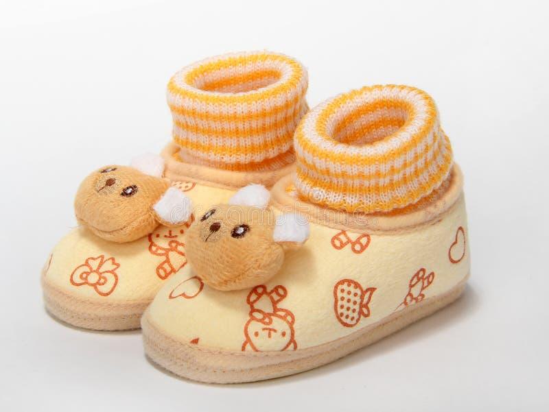 婴孩需要新的鞋子 免版税库存图片