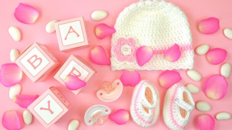 婴孩顶上托儿所的衣物和的辅助部件 免版税库存照片