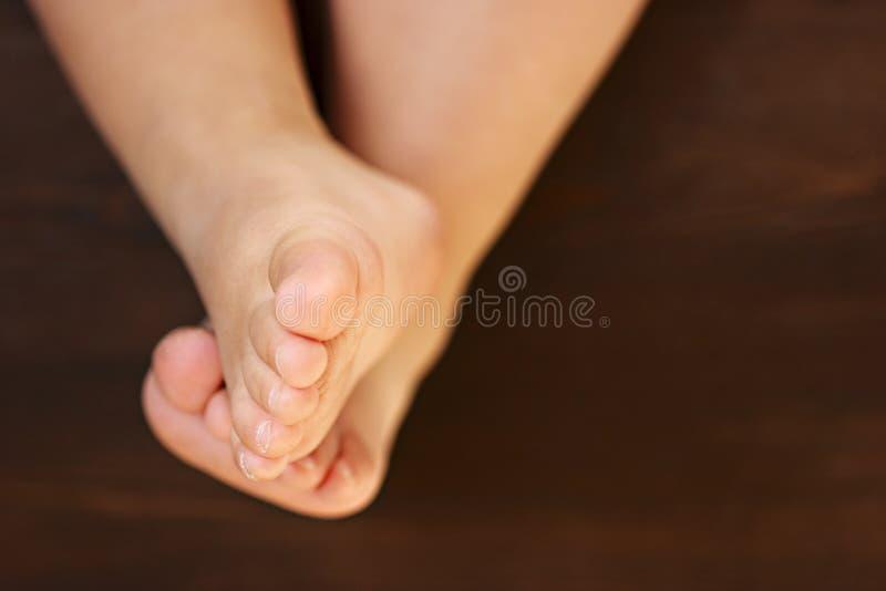 婴孩barefeet脚趾 免版税图库摄影