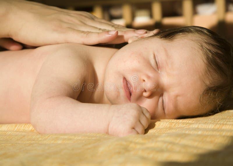 婴孩hads母亲 库存图片