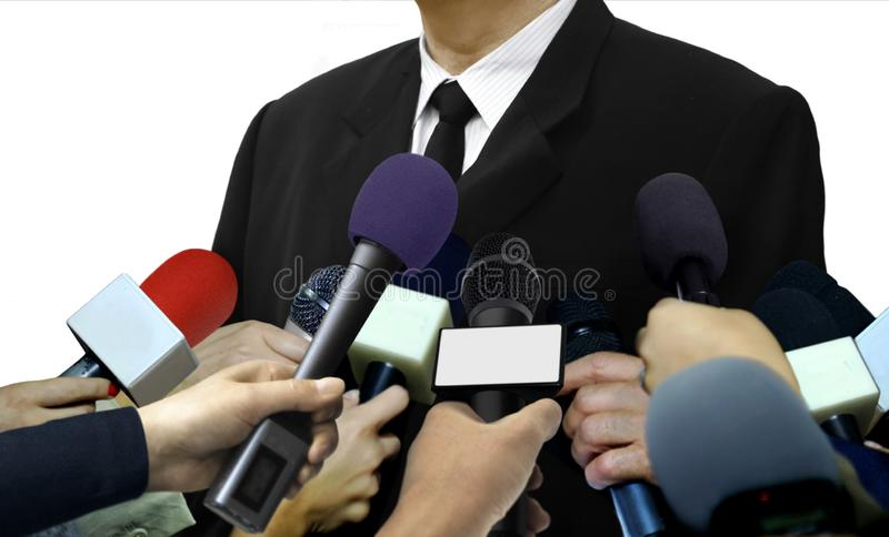 媒介接受记者的新闻采访 库存图片