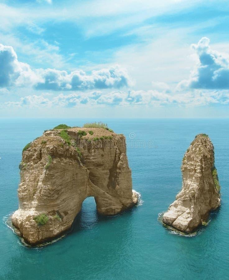 黎巴嫩,贝鲁特的标志鸽子岩石 免版税库存图片