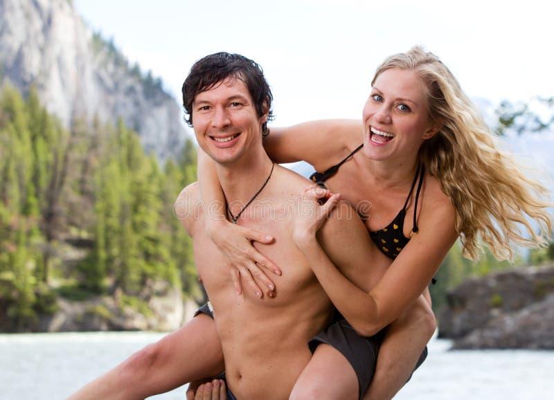 嬉戏夫妇的节假日 免版税库存图片