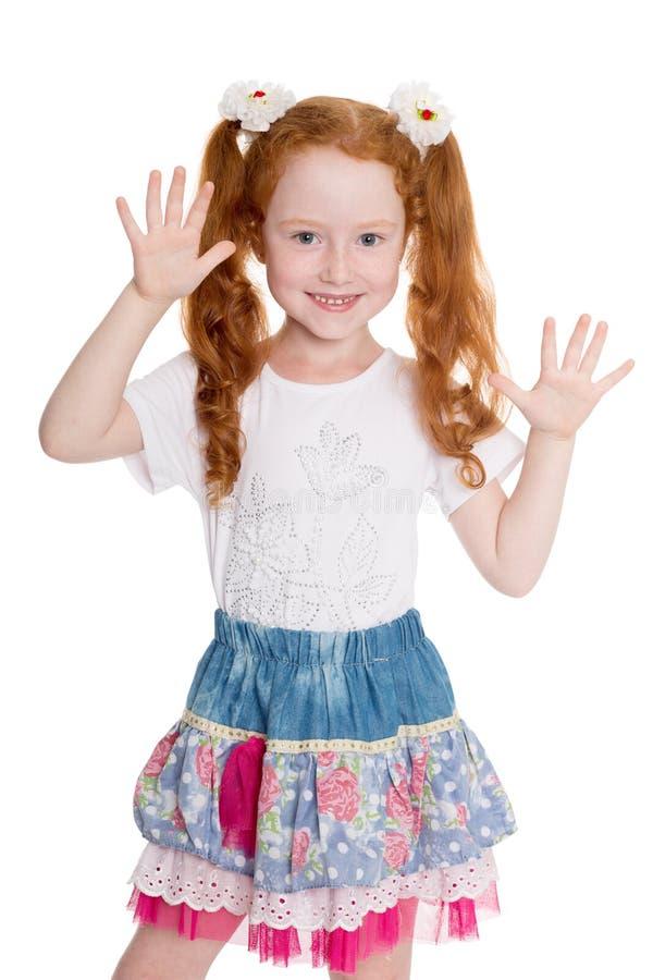 嬉戏的小女孩用被举的手 库存图片