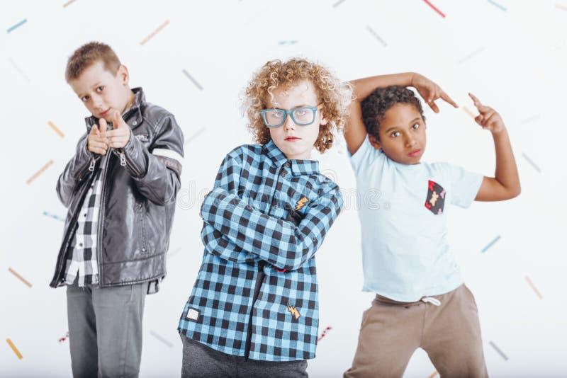 嬉戏的心情的三个男孩 免版税库存图片