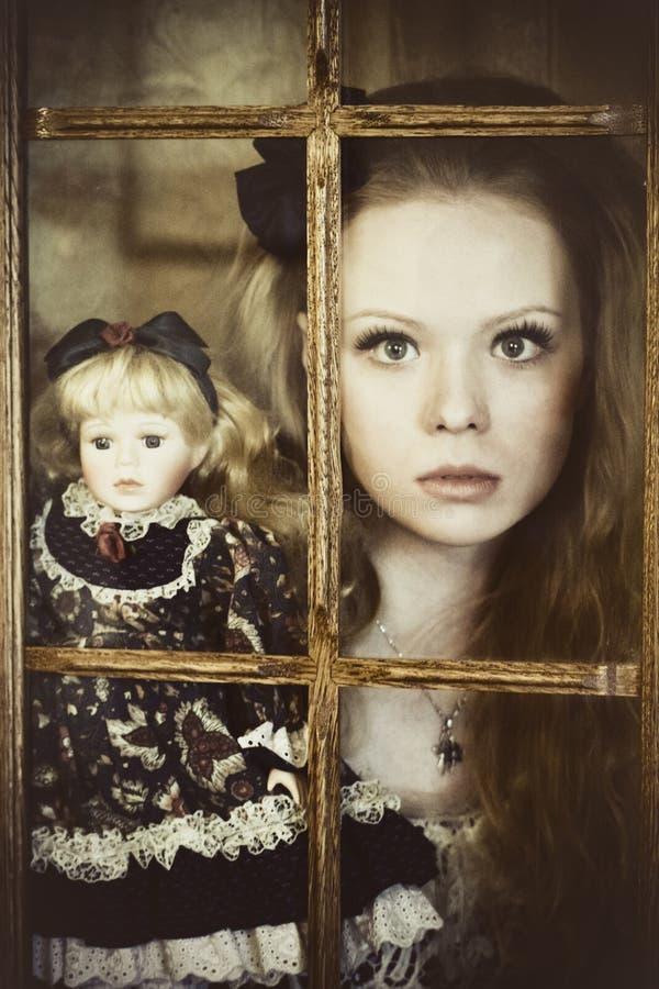 嬉皮自由blone的女孩快乐,平安和 新的成人 库存图片