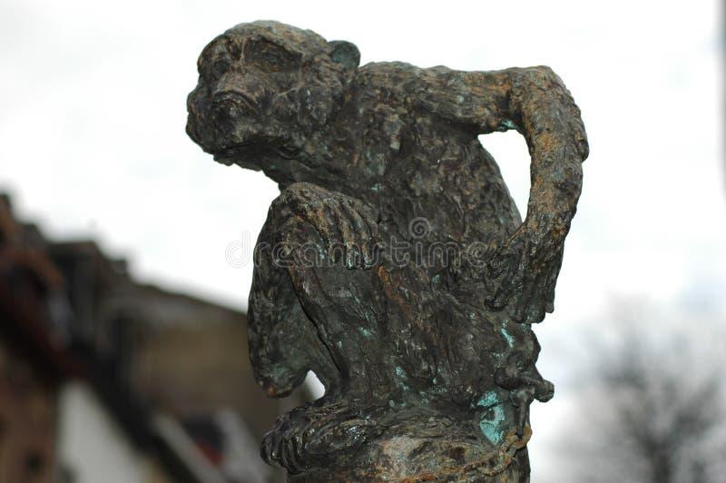 猴子一个小的雕象  库存照片