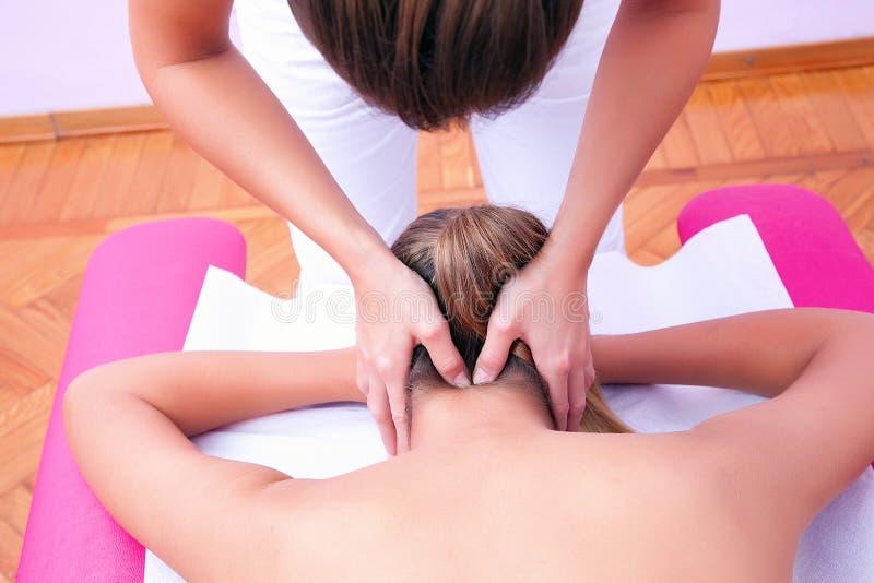 子宫颈动员手工疗法子宫颈脊椎 免版税图库摄影