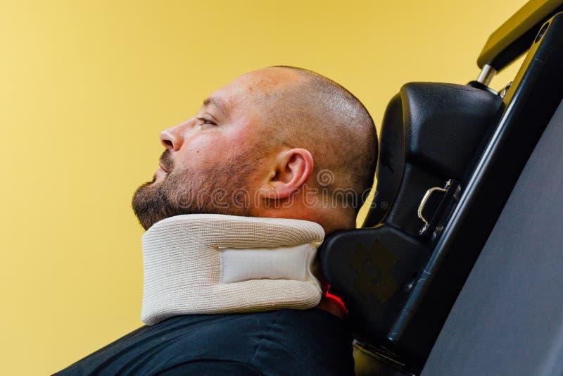 子宫颈脊椎的非手术的治疗的患者在医疗中心 图库摄影