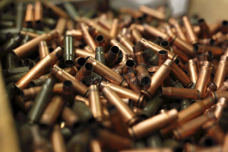 子弹,在弹药筒的黄铜标度 免版税图库摄影