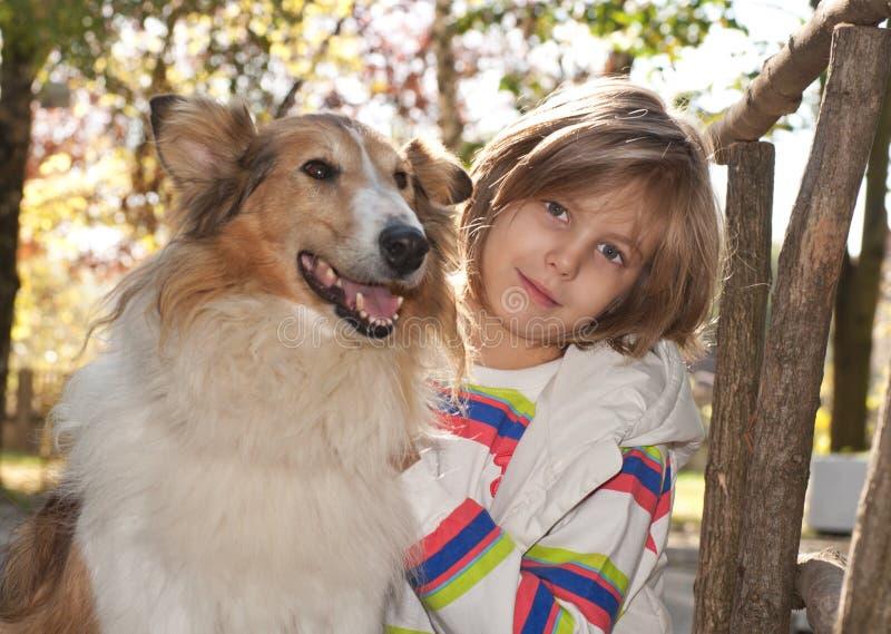 子项和狗 库存照片