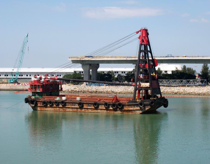 洪孔珠海澳门桥梁的建筑的起重机船 库存图片