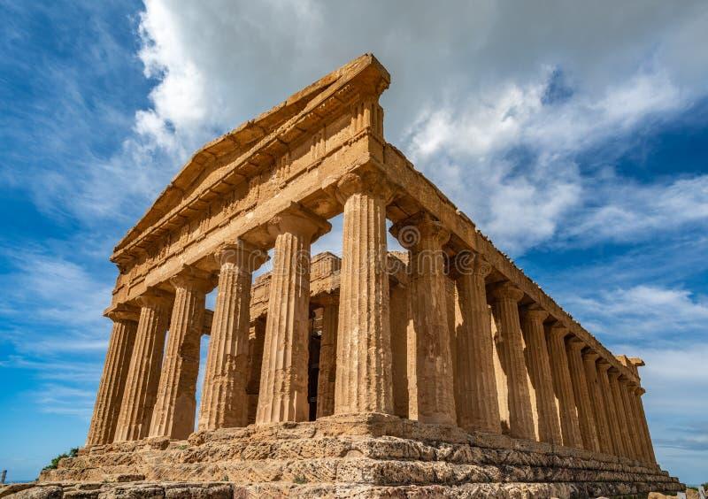 孔科尔迪亚寺庙在寺庙的谷,阿哥里根托,西西里岛,意大利的一个古希腊寺庙 免版税图库摄影