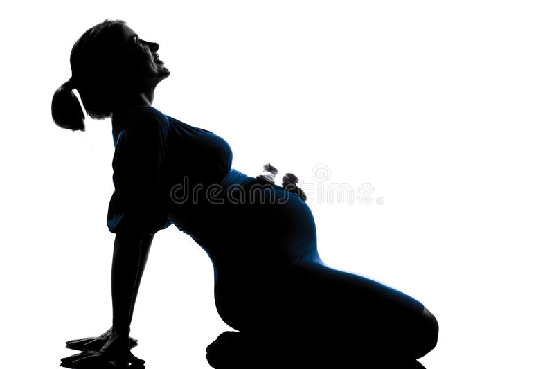 孕妇与童鞋坐腹部 库存照片