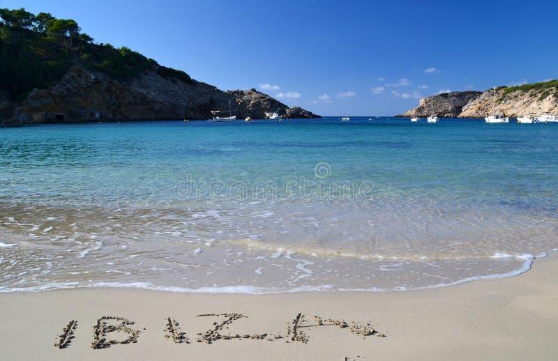 字在沙子写的Ibiza 免版税库存照片