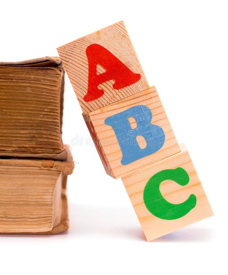 字母表信件孩子和旧书的ABC块 免版税图库摄影