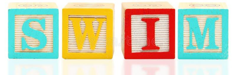 字母表块游泳 免版税图库摄影