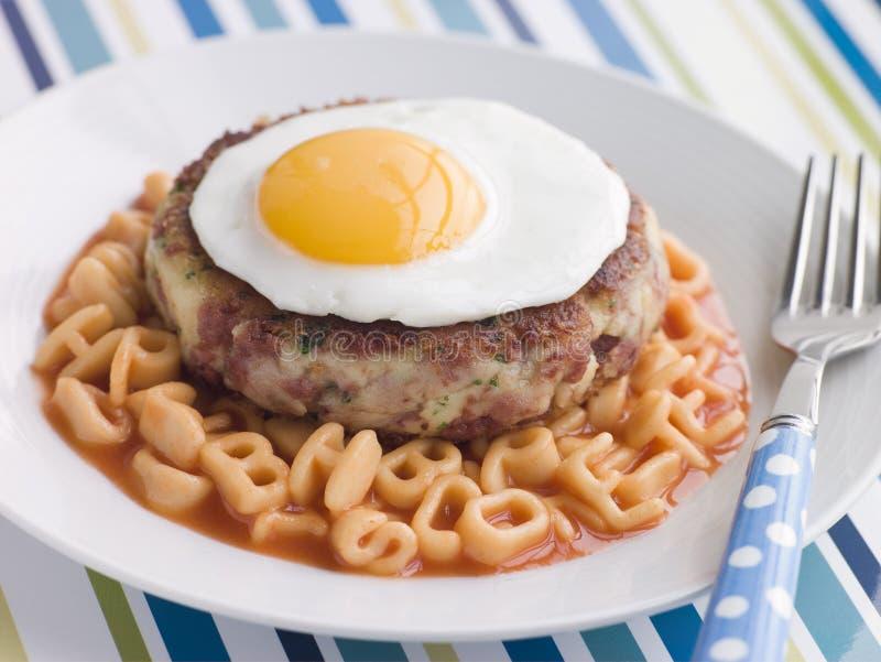 字母表牛肉蛋糕盐腌的无用数据意大利面食 免版税库存图片