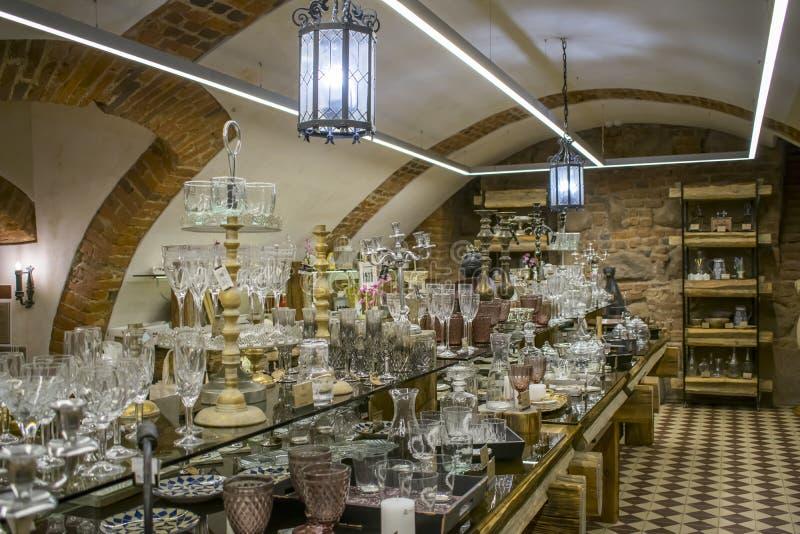 存放器物在地下室,在城堡博物馆市涅斯维日,白俄罗斯2018年6月30日涅斯维日城堡16世纪 免版税库存照片