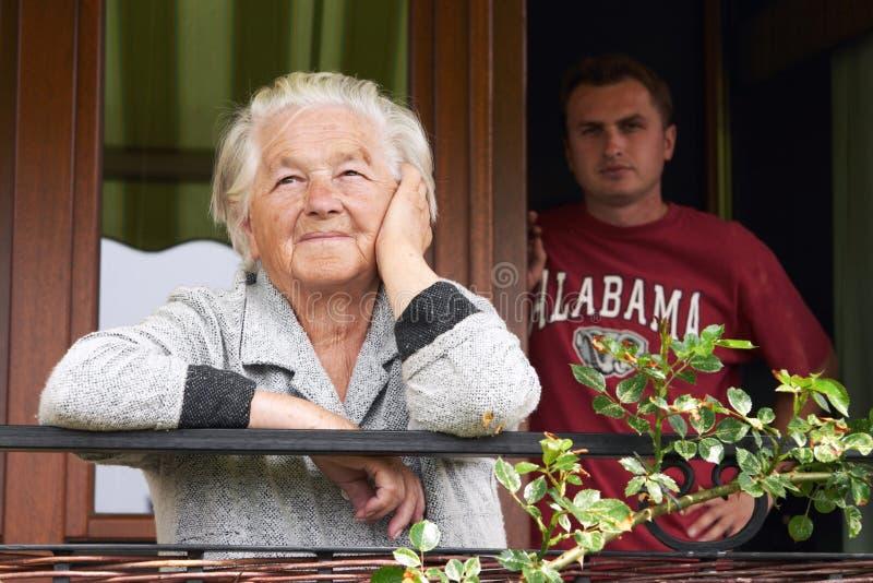 孙子她的高级妇女 免版税库存图片