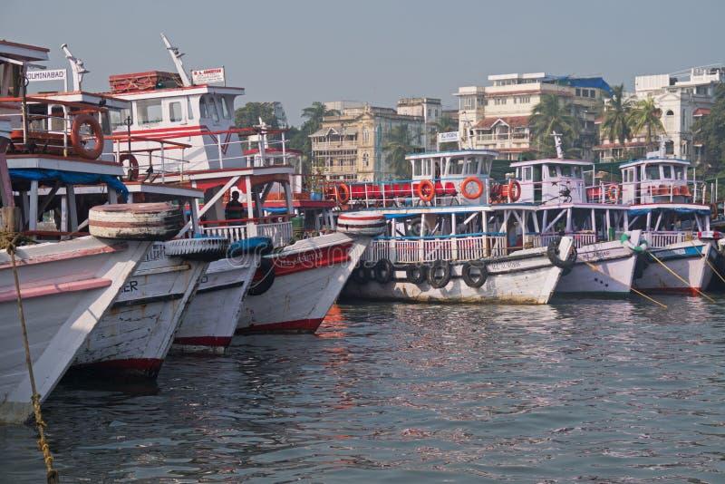 孟买在他们的停泊的客船 免版税库存图片