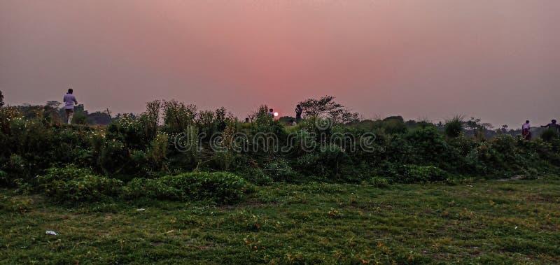孟加拉国纳拉扬甘杰的萨卜迪自然日落景观 免版税图库摄影