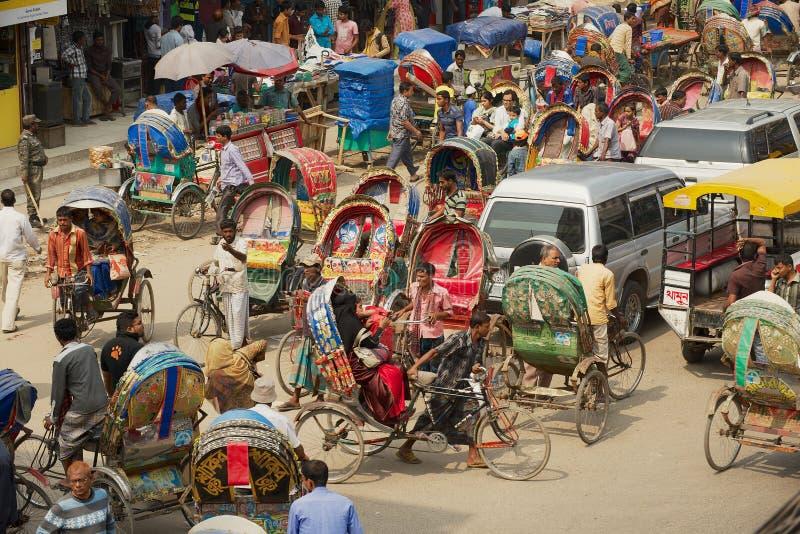 孟加拉国达卡市中部繁忙的交通 免版税图库摄影