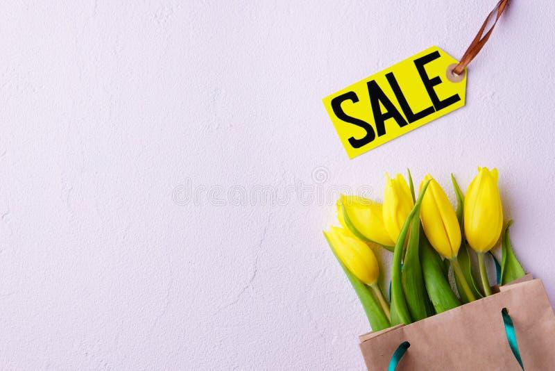 季节性春天销售,购物的横幅模板 库存图片