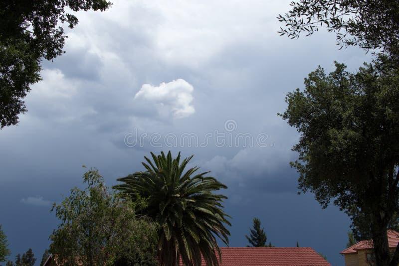季节性风雨如磐的夏天天气豪登省南非 免版税库存照片