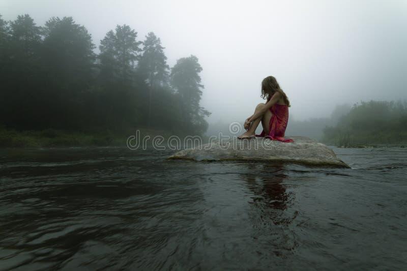 孤独在薄雾