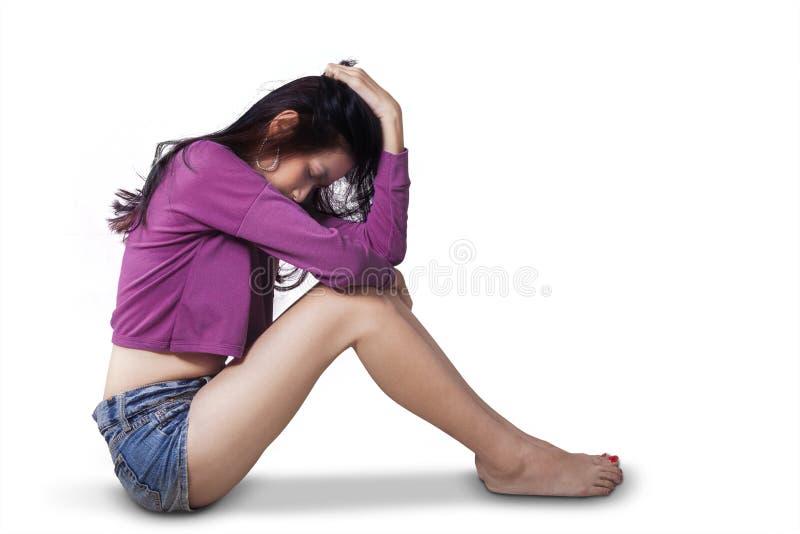 孤独的十几岁的女孩看起来哀伤 免版税图库摄影