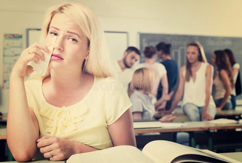 孤独的哀伤的学生在教室 库存图片